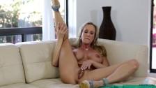 Bigtit cougar Brandi Love makes her cunt cum