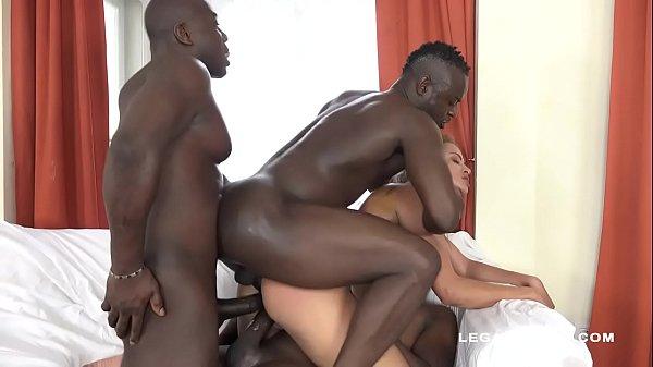 Serbian slut Cherry Kiss challenges the 3 black bulls! No Limits!